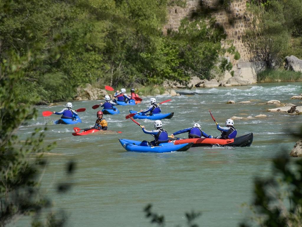 Descenso en canoa con niños en rio Murillo de Gallego