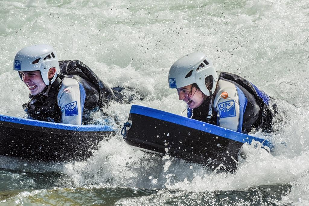 Surf en hidrospeed en el rio gallego