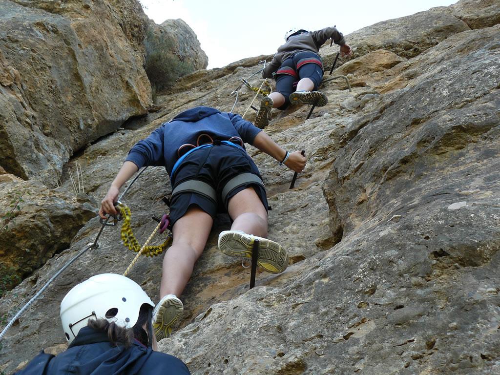 ascension via ferrata facil con niños pirineo